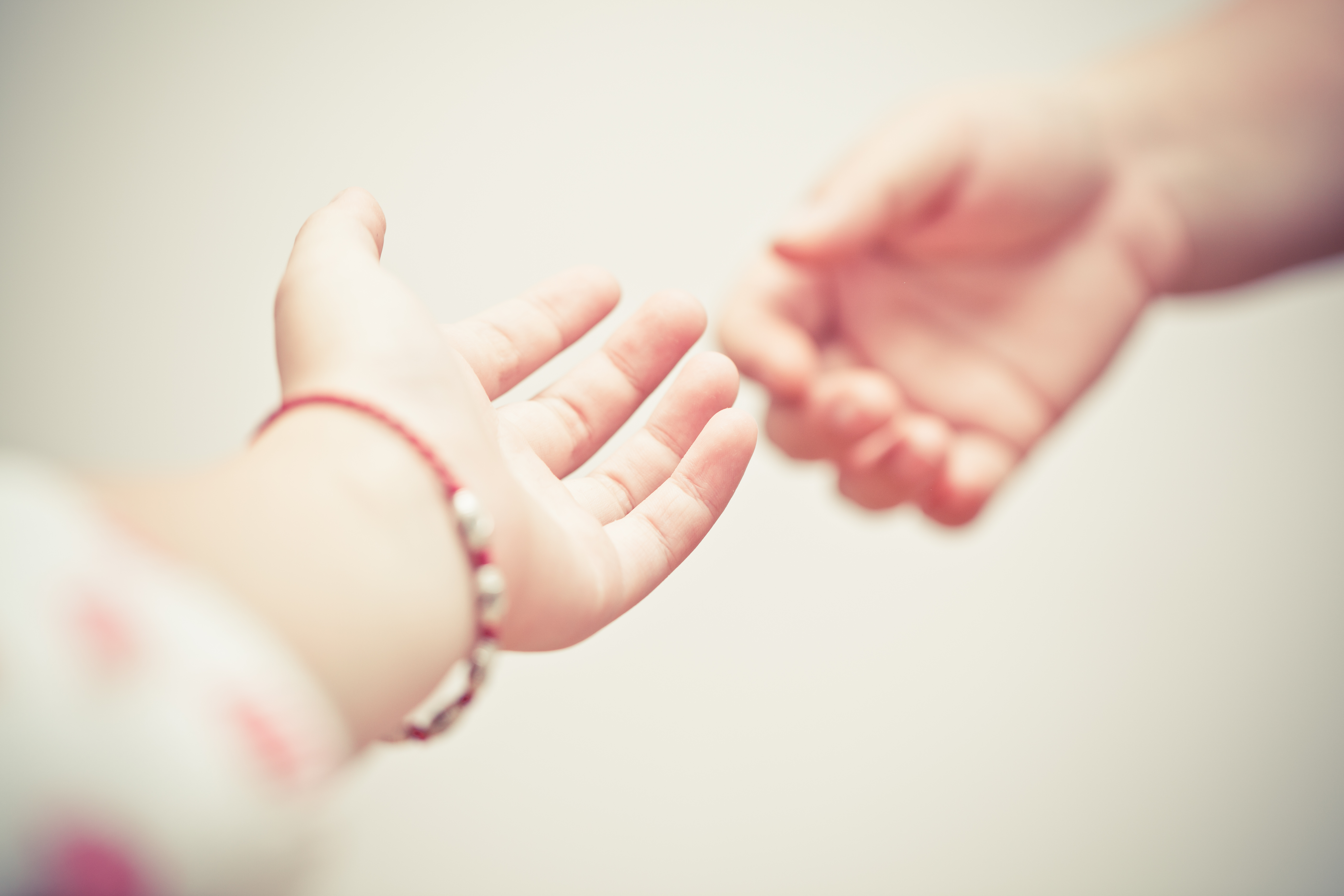 Strecke deine Hand aus!